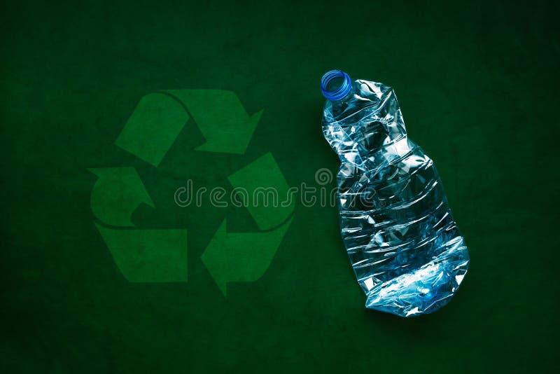 Bouteilles en plastique pour la réutilisation images libres de droits
