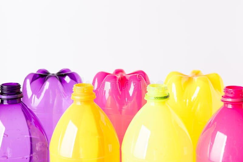 Bouteilles en plastique pour la réutilisation image stock