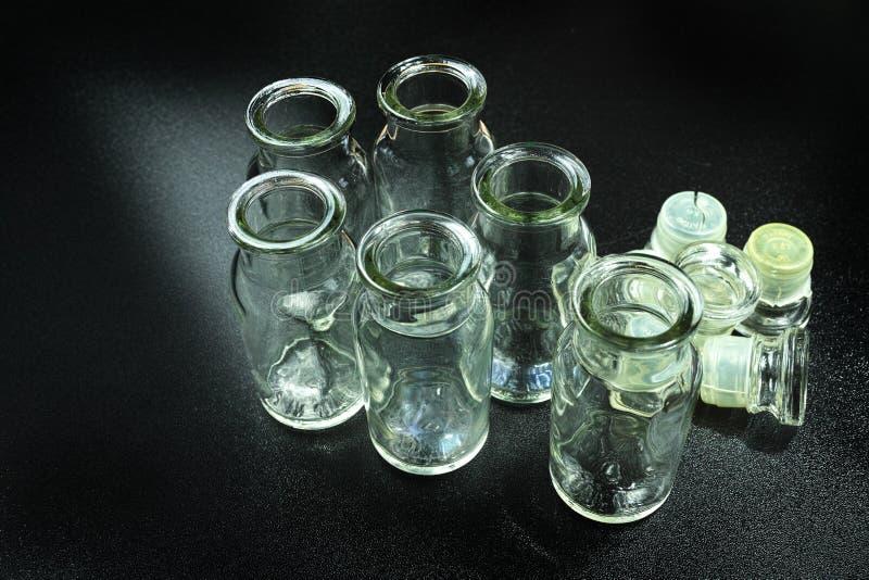 Bouteilles en verre images libres de droits