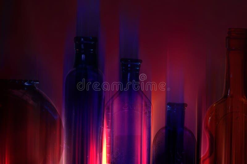 Bouteilles en verre au néon images libres de droits