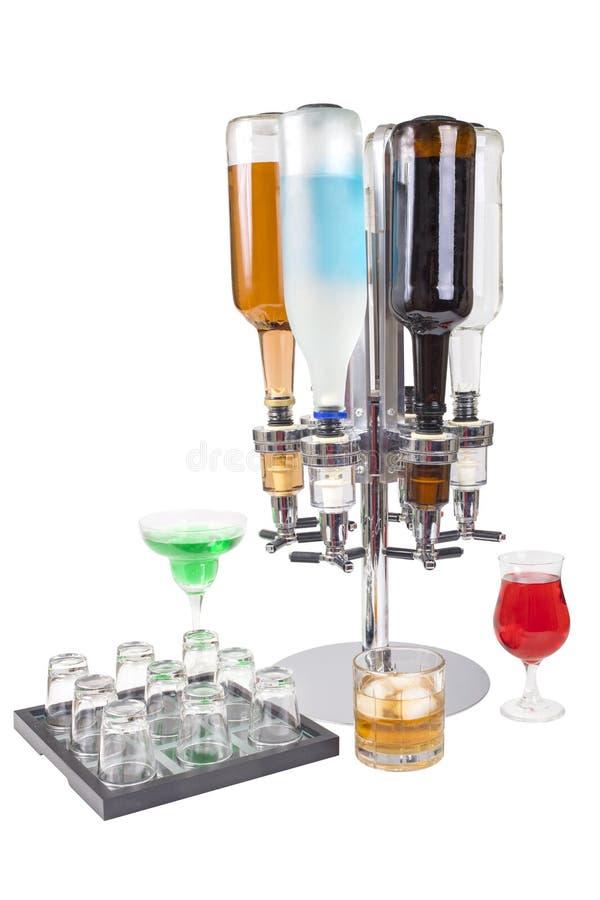 Bouteilles et boissons de Liquor Dispenser With de chariot photo libre de droits