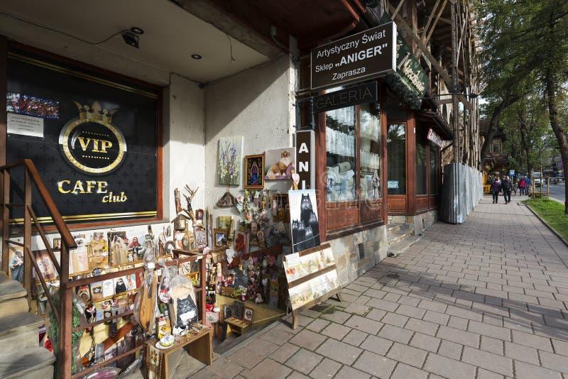 Boutique avec l'art populaire dans Zakopane photos stock