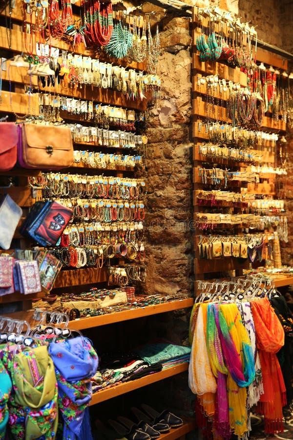 Boutique de cadeaux dans le bazar grand Istanbul photos libres de droits