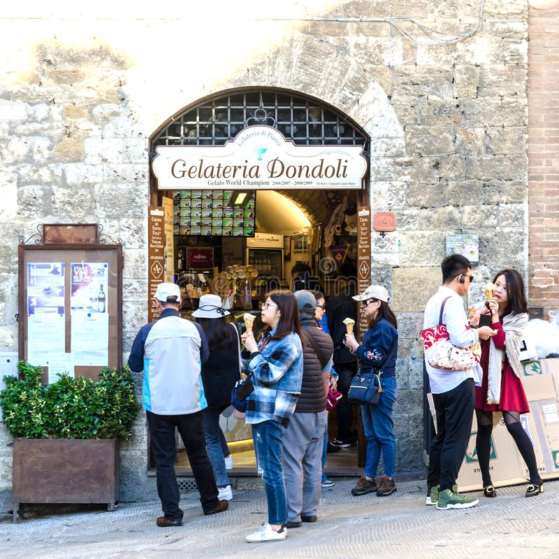 Boutique de crème glacée célèbre à San Gimignano en Italie images libres de droits