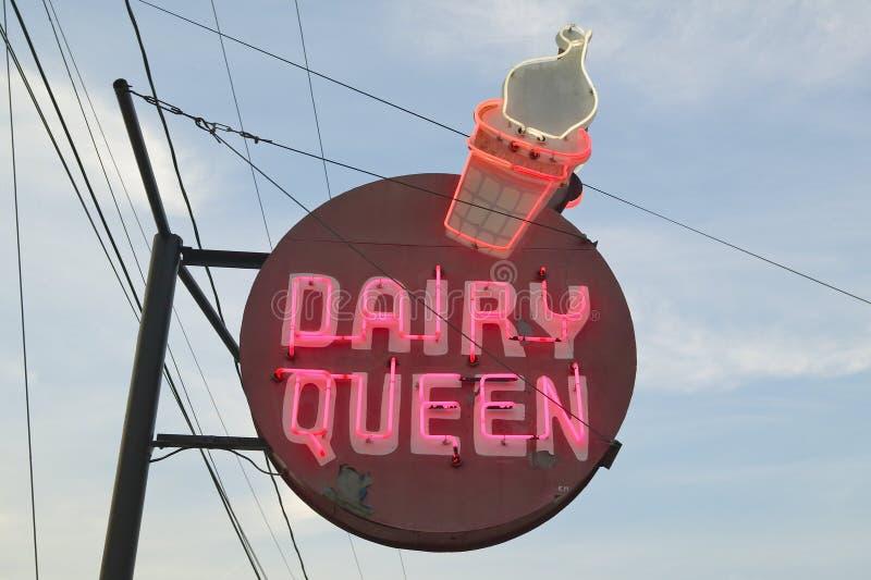 Boutique de crème glacée de la Reine de laiterie dans GA central le long de la route 22 aux Etats-Unis du sud-est image stock