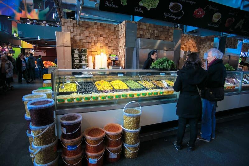 Boutique de fruits de fermentation sur le marché Hall photos libres de droits