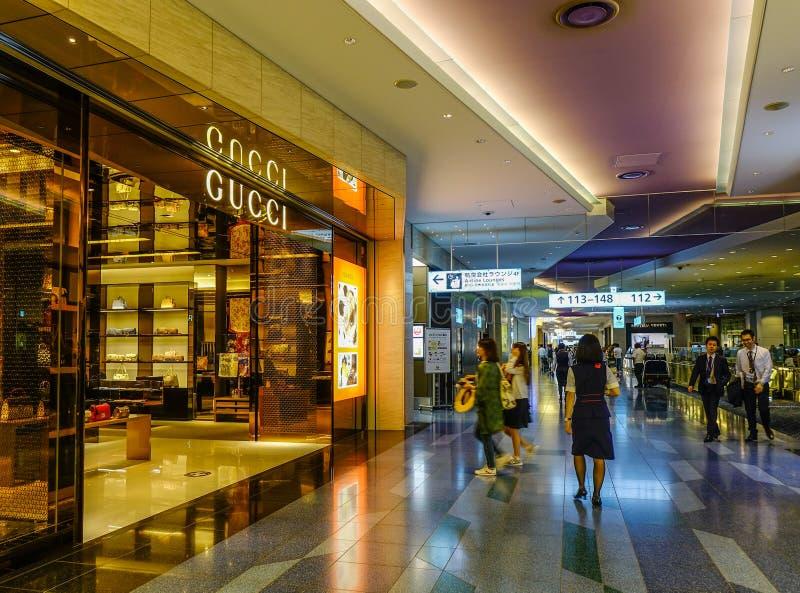 Boutique de Gucci dans l'aéroport de Haneda photographie stock libre de droits