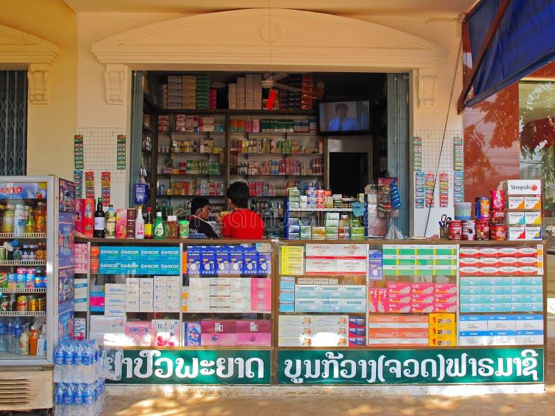 Boutique de médecine traditionnelle au Cambodge images stock