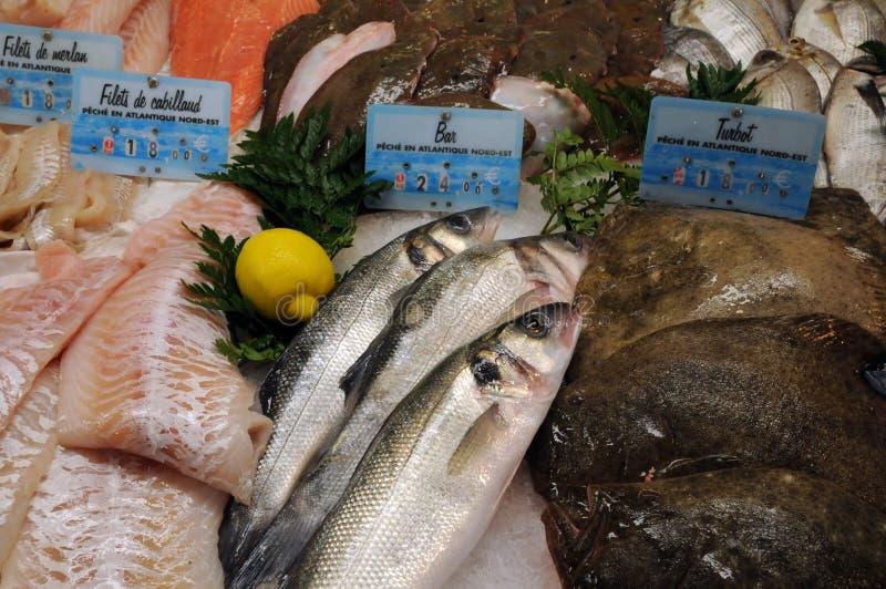 Boutique de poissons dans la ville de Honfleur photographie stock libre de droits