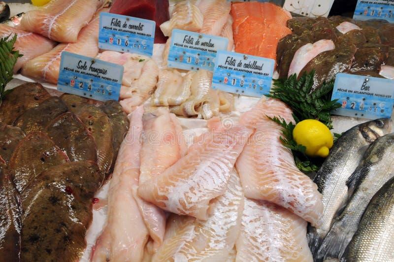 Boutique de poissons dans la ville de Honfleur photo libre de droits
