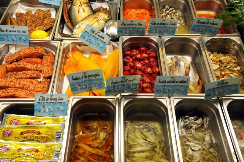 Boutique de poissons dans la ville de Honfleur images libres de droits