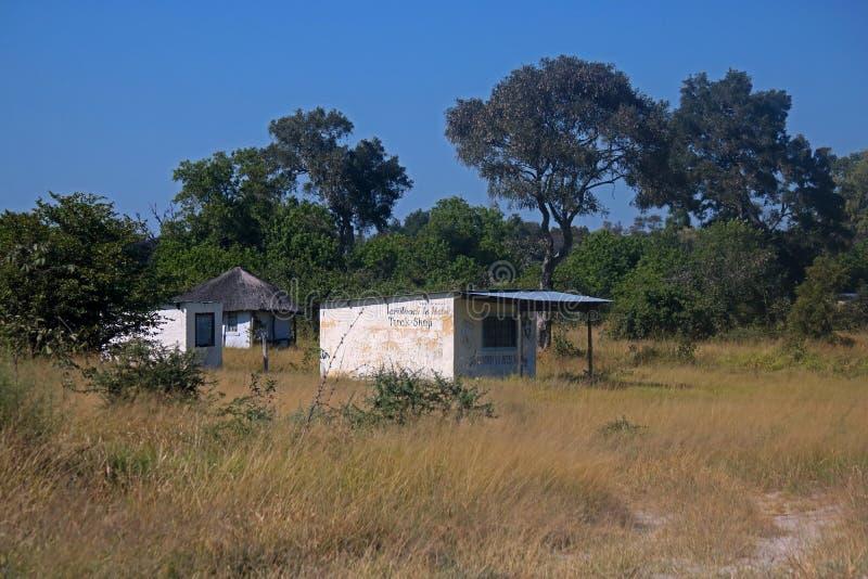 BOUTIQUE DE REPLI LOCALE AU BOTSWANA RURAL photographie stock