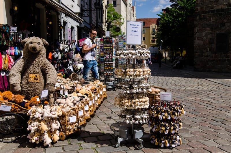Boutique de souvenirs d'air ouvert à Berlin photos stock