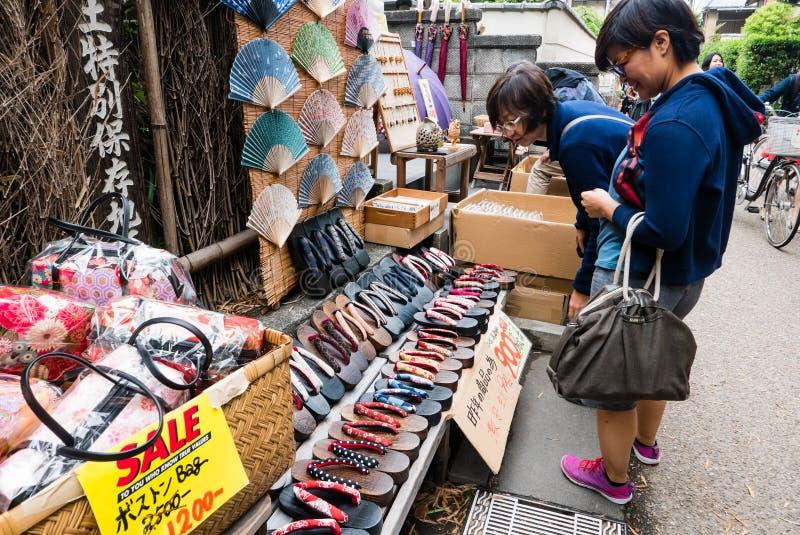 Boutique de souvenirs près de la forêt en bambou d'Arashiyama photographie stock