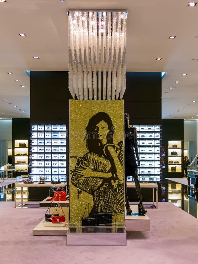 Boutique de Versace dans le mail de Dubaï image libre de droits