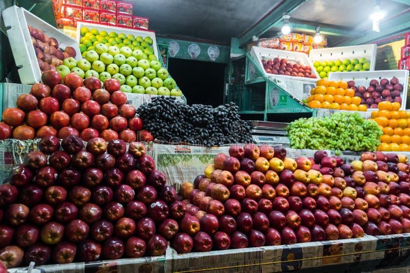Boutique indienne de rue de fruit photos stock