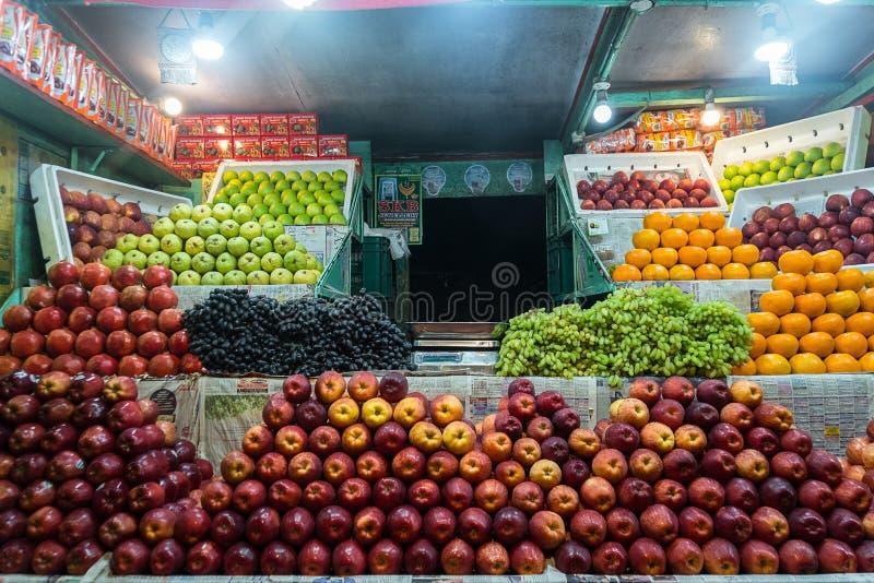 Boutique indienne de rue de fruit image stock