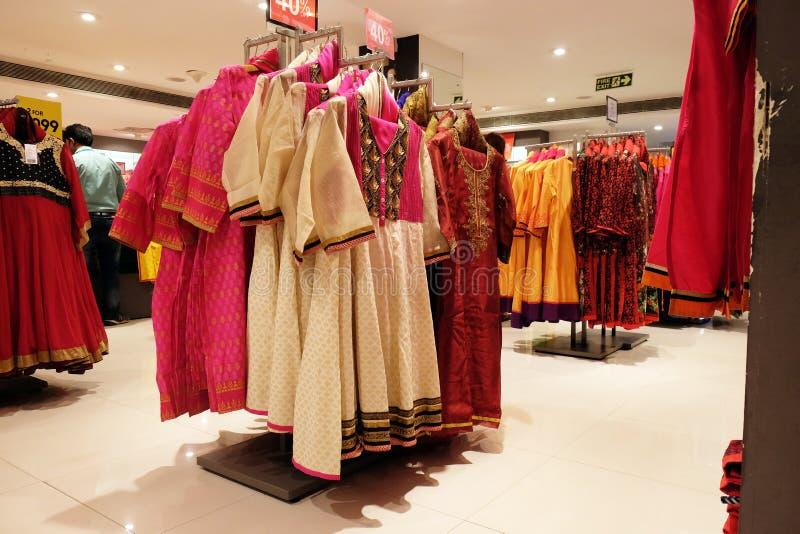 Boutique indienne de vêtement dans la région de marché, Kolkata photos stock