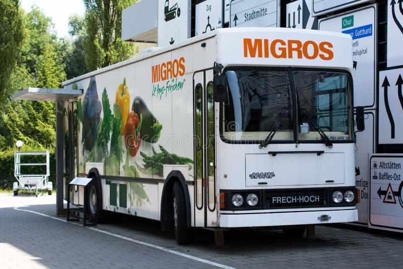 Boutique mobile de Migros dans le musée suisse du transport en luzerne photographie stock libre de droits