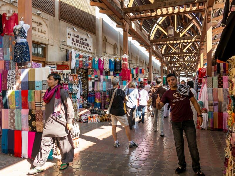 Boutiques dans le souk de textile dans le bureau Dubaï photo libre de droits