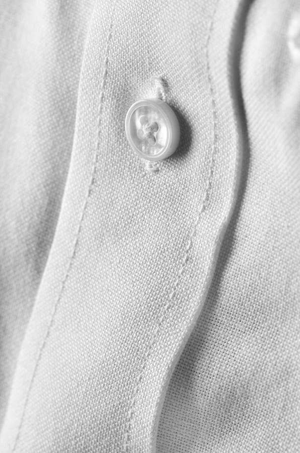 Bouton de chemise habillée blanc photographie stock libre de droits