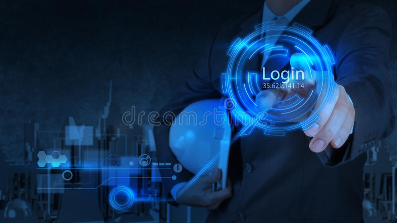 Bouton de login de pressing d'homme d'affaires sur l'Internet photographie stock libre de droits