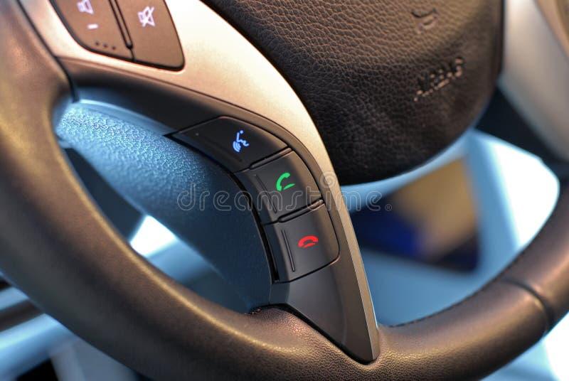 Bouton de volant, contrôle de voix photo libre de droits