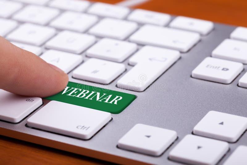 Bouton vert sur le clavier avec le mot webinar là-dessus photo libre de droits