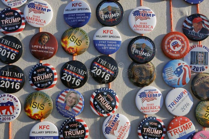 Boutons de campagne pour le candidat présidentiel Donald Trump Cam de GOP images libres de droits