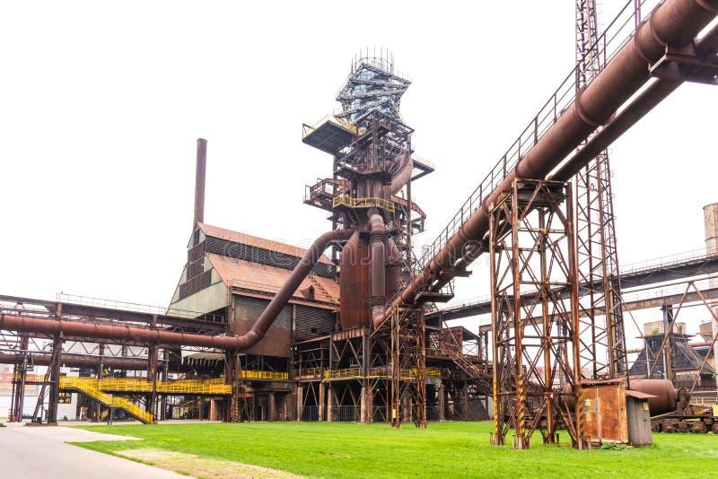 Bouttoren en de hoogoven in Vitkovice in Ostrava, Tsjechische Republiek stock fotografie