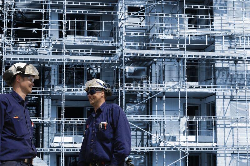 Bouw arbeiders en bouwnijverheid stock fotografie