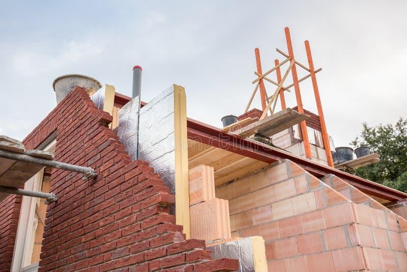 Bouw de bouw van nieuw huis met isolatie royalty-vrije stock foto's