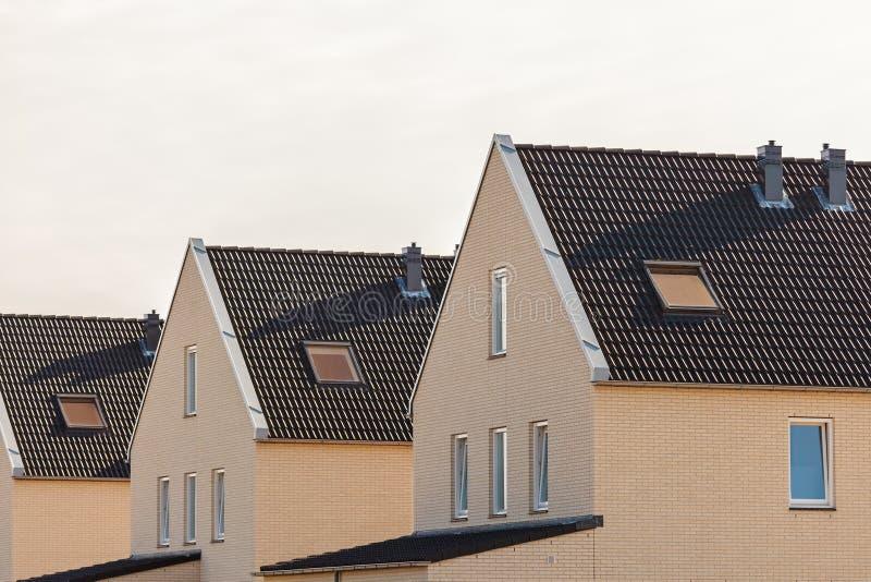 Bouw onlangs eigentijdse huizen in Nederland stock afbeelding
