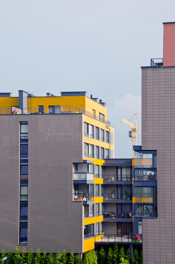 Bouw onlangs moderne huizen kraan bouw stock foto for Moderne bouw