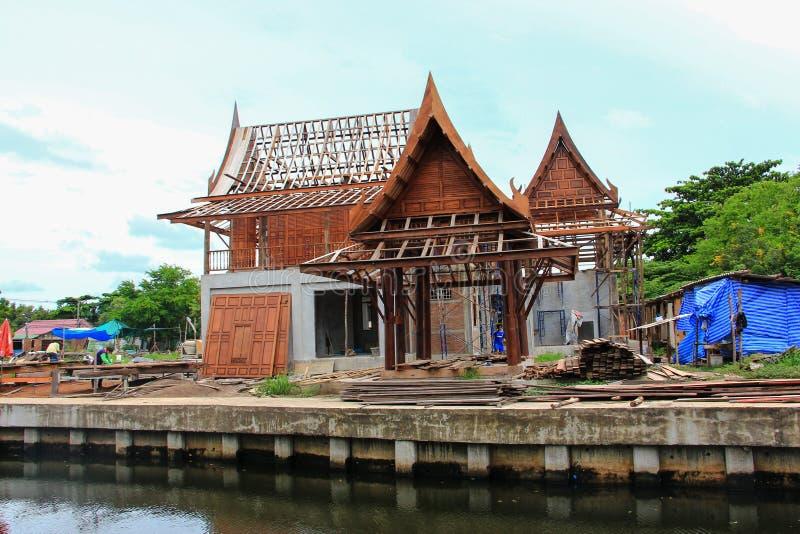 Bouw traditioneel Thais huis royalty-vrije stock afbeelding