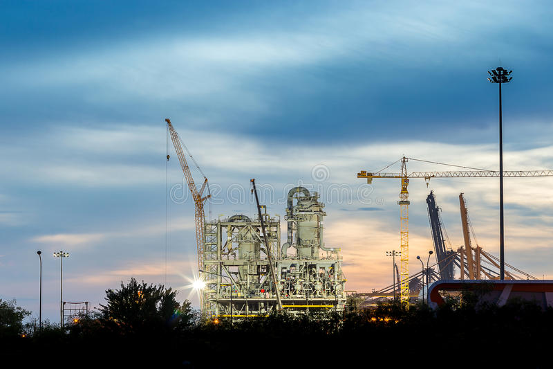 Bouw van de chemische installatieindustrie stock afbeelding