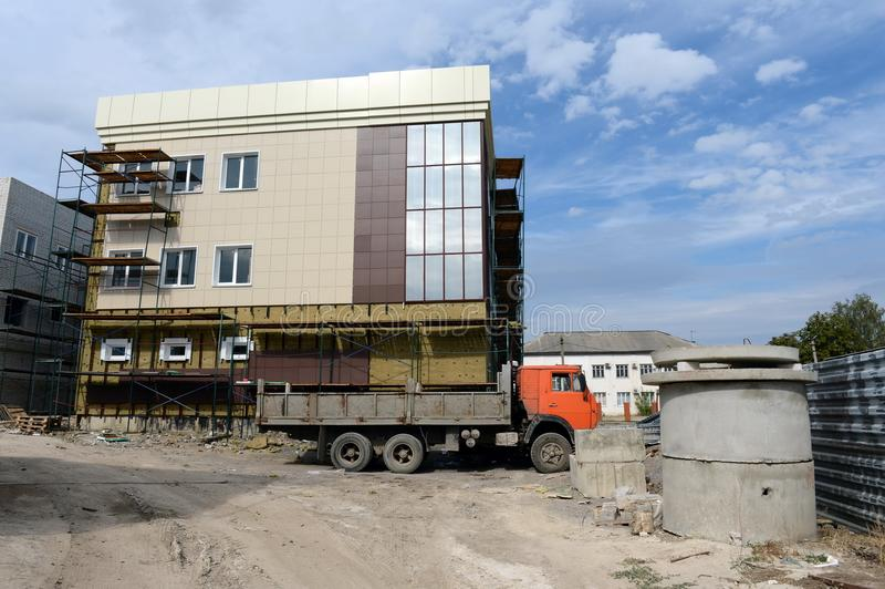 Bouw van een administratief gebouw op de weg van Moskou in Yelets, Lipetsk-gebied royalty-vrije stock foto