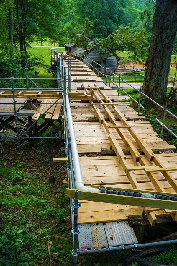 Bouw van een Nieuwe Goot bij Mabry-Molen, Blauw Ridge Parkway, Virginia, de V.S. royalty-vrije stock afbeelding