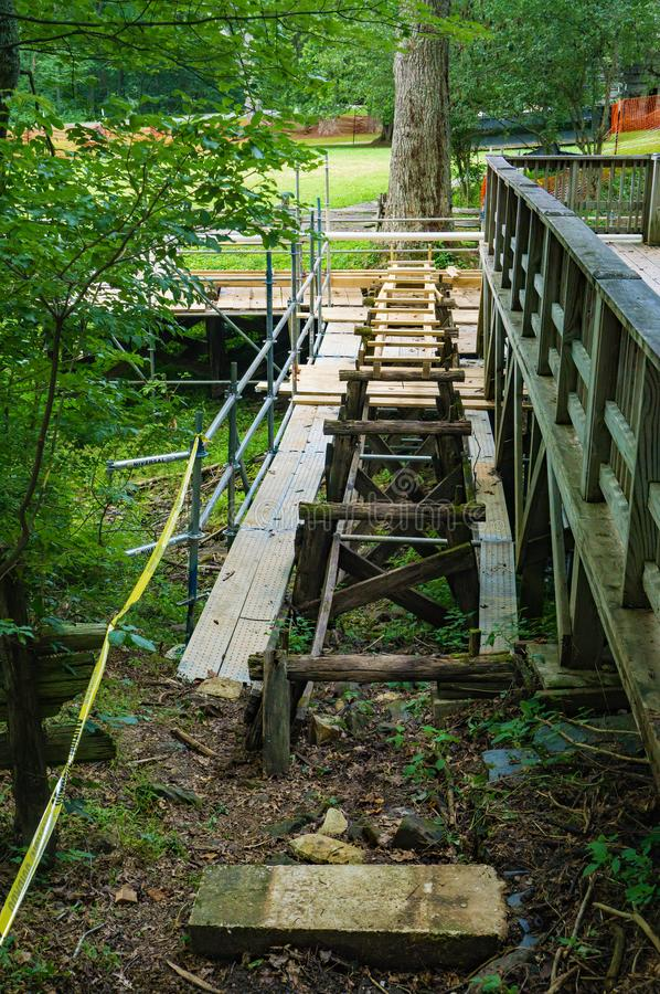Bouw van een Nieuwe Goot bij Mabry-Molen, Blauw Ridge Parkway, Virginia, de V.S. royalty-vrije stock afbeeldingen