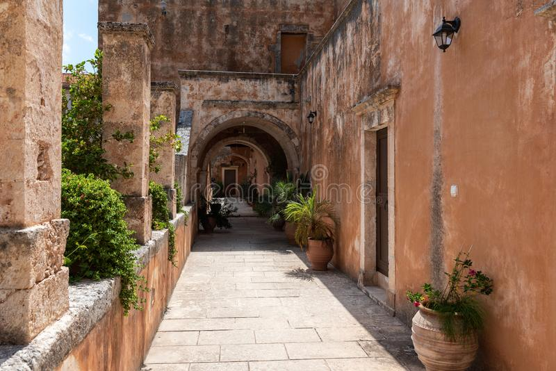 Bouw van het klooster van Aghia Triada, de gevestigd dichtbij Chania-stad, het eiland van Kreta, Griekenland royalty-vrije stock foto's