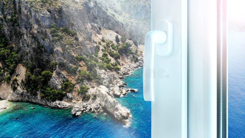 Bouw van het metaal de plastic venster met perfecte mounain en overzeese mening Pvc-profielvenster royalty-vrije stock foto