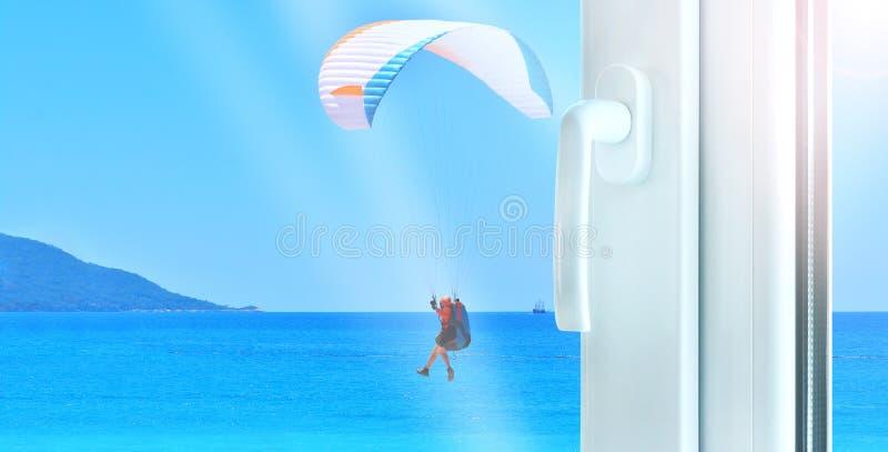 Bouw van het metaal de plastic venster met perfecte overzeese mening met glijscherm royalty-vrije stock foto's