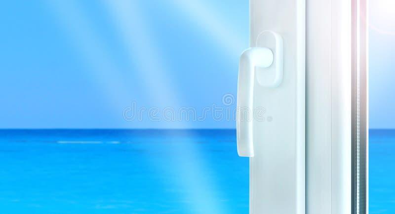 Bouw van het metaal de plastic venster met perfecte overzeese mening Pvc-profielvenster stock foto's