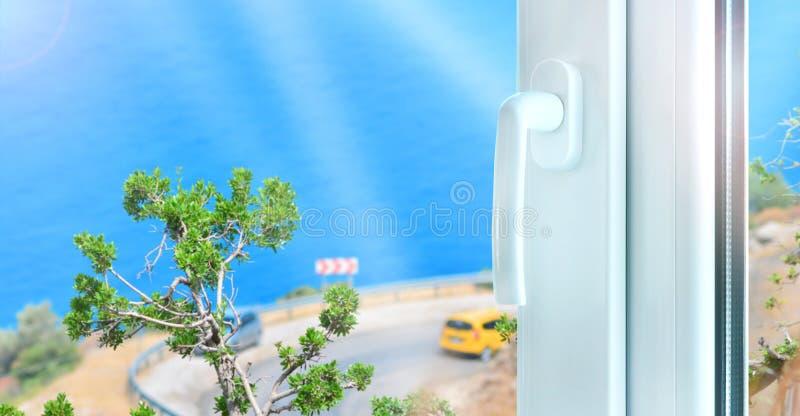 Bouw van het metaal de plastic venster met perfecte overzeese mening stock fotografie