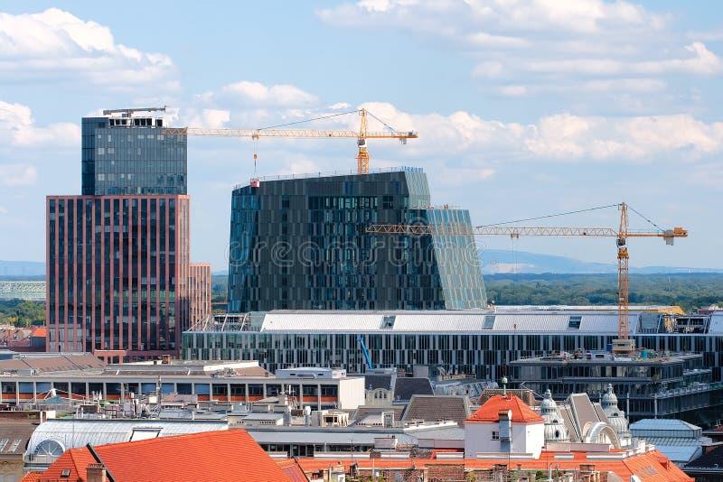Bouw van moderne gebouwen in wenen stock foto afbeelding for Moderne bouw
