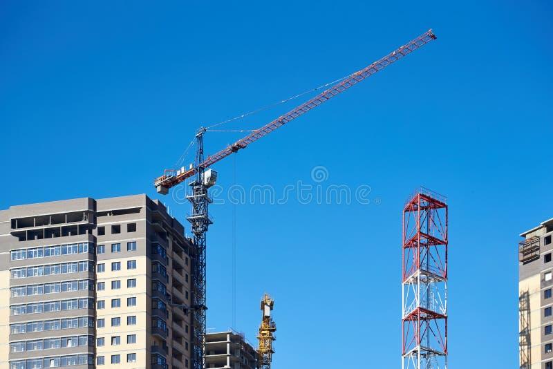 Bouw van nieuwe woonhigh-rise gebouwen royalty-vrije stock afbeeldingen