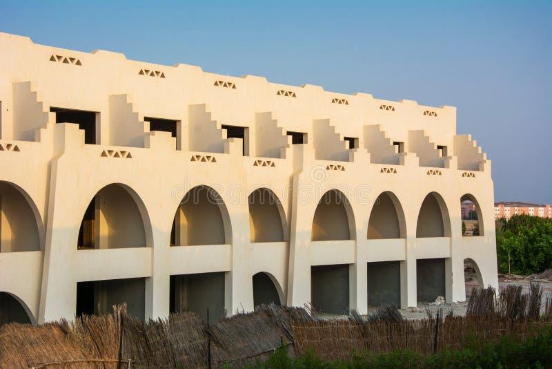 Bouwconstructie bij het Rode Overzees in Egypte Onvolledig Hotel stock afbeeldingen