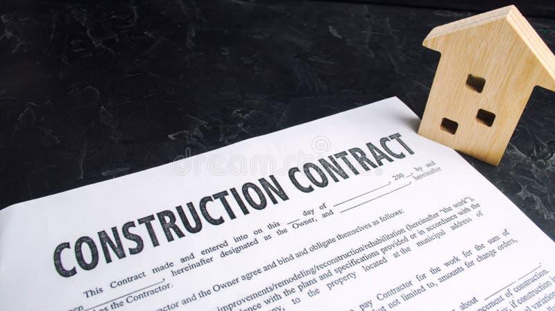 Bouwcontract en huis concept onroerende goederen en planning van de bouw van een huis Projecthuis het investeren in nieuwe gebouw stock afbeeldingen