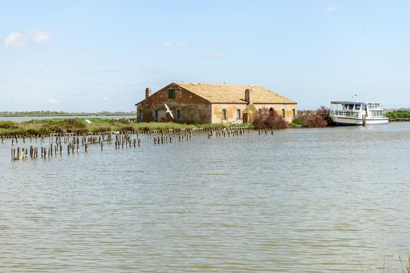Bouwend bij historische visserijpost, Comacchio, Italië royalty-vrije stock foto