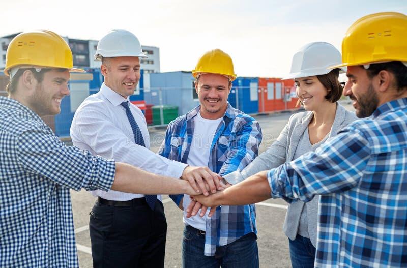Bouwers en architecten met handen op bovenkant stock foto's
